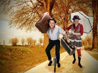 Basierend auf den Erfahrungen einer alten englischen Zirkusfamilie haben Tacki und Noisly ihren eigenen unverwechselbaren Stil entwickelt. Komisch, rührend, professionell, verzaubernd, mitreißend und zutiefst menschlich. Klassische Clownerie - Artistik - Slapstik - Feuerperformance - Mittelalterspektakel - Zaubershows - Walk-Acts - Straßentheater