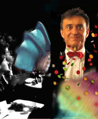 Zauberer für Feiern und Feste, faszinierend witzig und unterhaltsam - Firmenevent oder Hochzeit in Hessen, NRW, Rheinland-Pfalz oder Baden-Württemberg. Zauberer Gerald Zier ist überall einsetzbar, ob im Kolleg vor nur 20, oder aber bis zu 400 Zuschauern auf großer Bühne, überall funktioniert die Darbietung bestens, weil keinerlei Requisiten davor platziert werden müssen,sondern alles selbst beim Auftritt mitgeführt wird. Somit eignet sich seine Darbietung als Überraschung und kann in jeder Räumlichkeit unkompliziert vorgeführt werden. Die Requisiten sind stark visuell wahrnehmbar und von weitem sichtbar. Zweimal 45 Minuten für Kleinkunsttheater, bis zu einer vollen Stunde für Hochzeit, Geburtstag oder Firmenfeier.