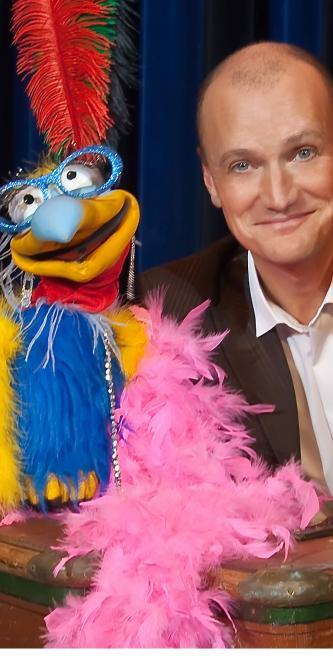 Jan Mattheis ist ein gern gesehener Comedy-Gast auf Deutschlands Show-Bühnen. Er sorgt mit trockenem Humor für feuchte Augen, verblüfft mit vertrackten Tricks und unterhält sich