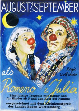 ROMENO und JULIA : eine lustige Tragödie mit Happy End, für Kinder ab Fünf und den Rest der Familie.  Die dicke August ist verliebt...in September, er aber nicht in sie. Da hat die dicke August eine Idee:  Lass uns Romeno und Julia spielen!  Und September findet das ganz toll, bis er erfährt, daß er Julia küssen soll...  Regie: Wöffi Widder